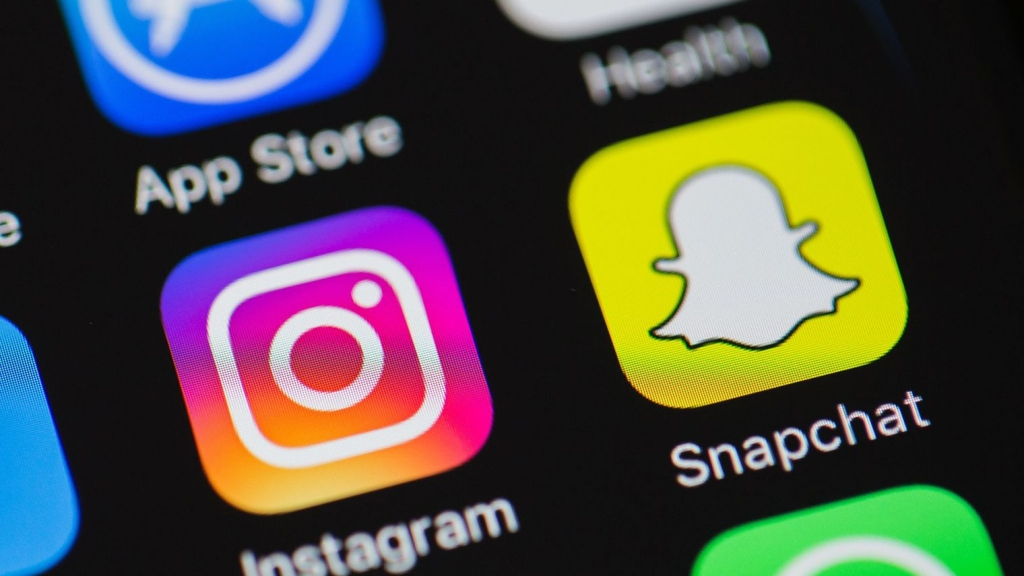 Instagram versus Snapchat